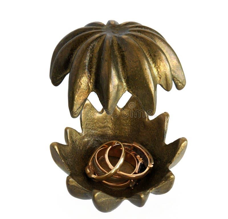 Bronzeschatulle Blume mit Schmuck lizenzfreies stockbild