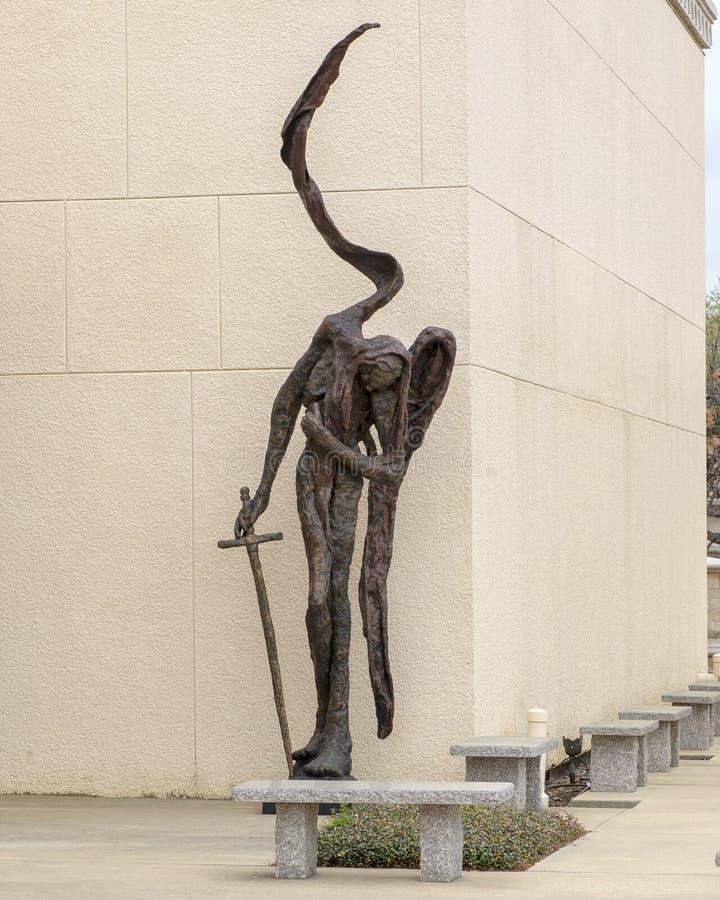 Bronzeskulptur durch Gib Singleton im Via Dolorosa-Skulptur-Garten des Museums der biblischen Kunst in Dallas, Texas stockfotografie