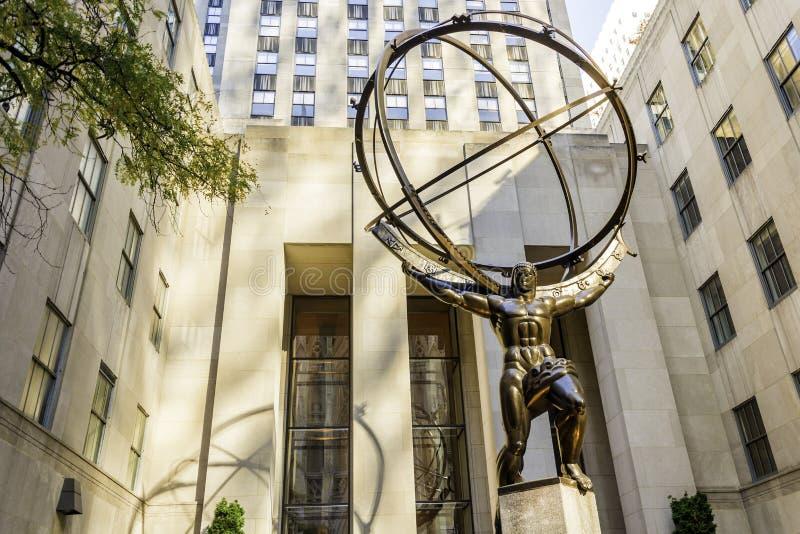 Bronzestatue des Atlasses in New York stockbilder