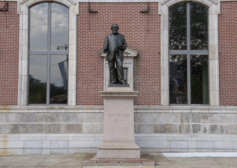 Bronzestatue Joseph Leidy durch Samuel Murray, an der Akademie von Naturwissenschaften, Benjamin Franklin Parkway, Philadelphia lizenzfreies stockbild
