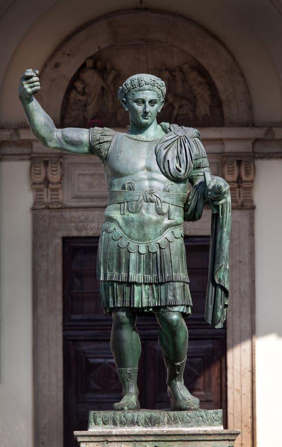 Bronzestatue Roman Emperor Constantines in Mailand, Italien lizenzfreies stockbild