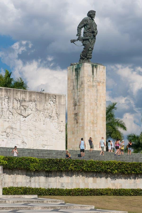 Bronzestatue von Ernesto Che Guevara beim Denkmal und beim Mausole stockbilder