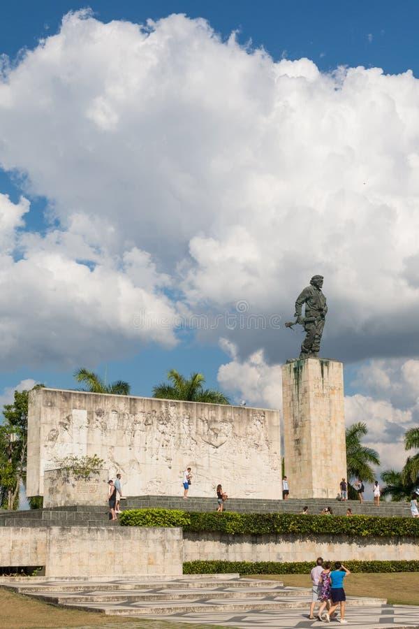Bronzestatue von Ernesto Che Guevara beim Denkmal und beim Mausole stockbild