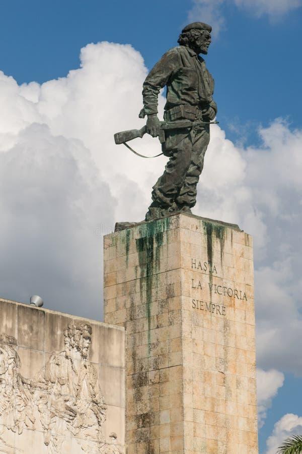 Bronzestatue von Ernesto Che Guevara beim Denkmal und beim Mausole stockfoto