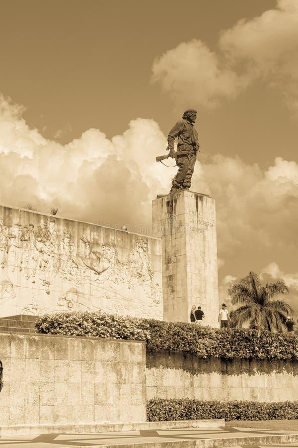 Bronzestatue von Ernesto Che Guevara beim Denkmal und beim Mausole lizenzfreie stockfotografie