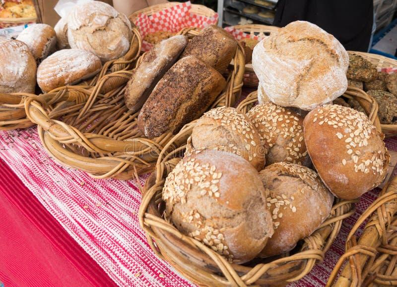 Brood bij Landbouwersmarkt royalty-vrije stock afbeeldingen