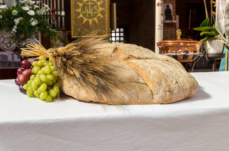 Brood, druiven en tarwe als symbool van Christian Communion royalty-vrije stock fotografie