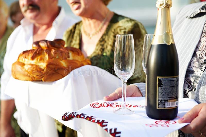 Brood en champagne bij huwelijk royalty-vrije stock foto's