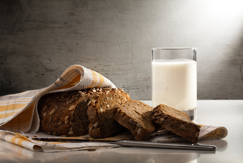 Brood en melk stock foto