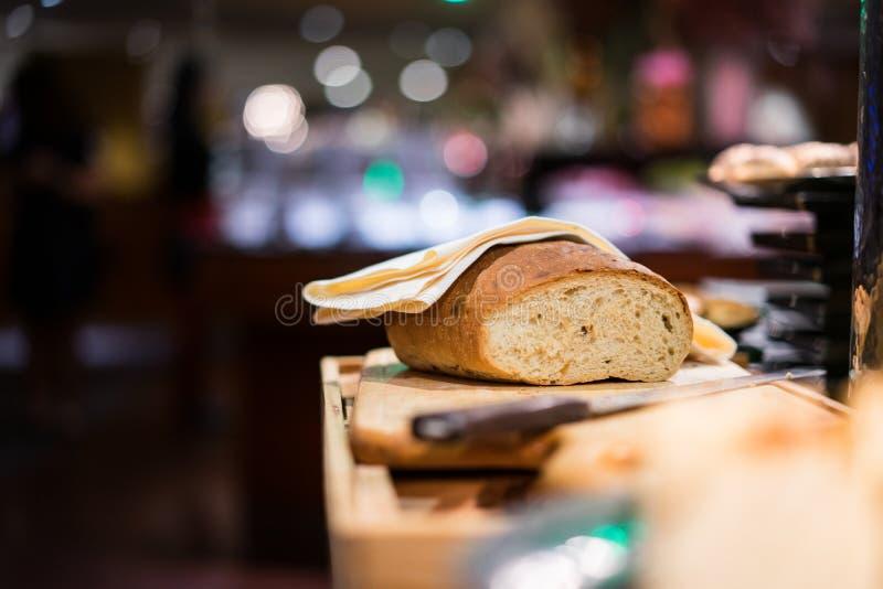 Brood en mes royalty-vrije stock afbeeldingen