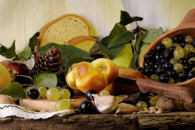 Brood, kaas, vruchten en groenten stock foto