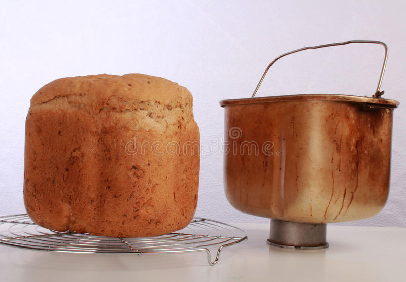 Brood-maker brood en emmer royalty-vrije stock afbeeldingen