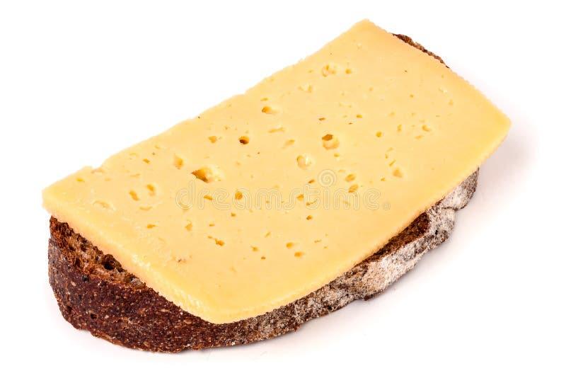 Brood met boter en gesneden kaas op witte achtergrond royalty-vrije stock afbeeldingen