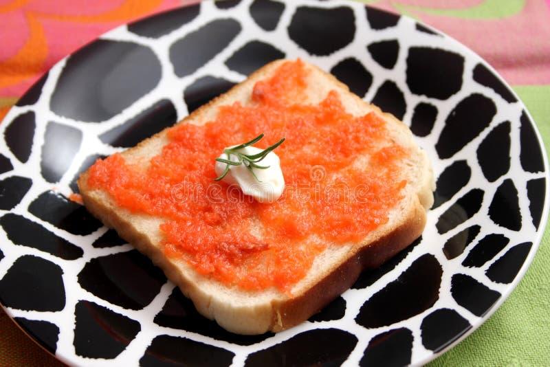 Brood met boter en vissen stock afbeelding