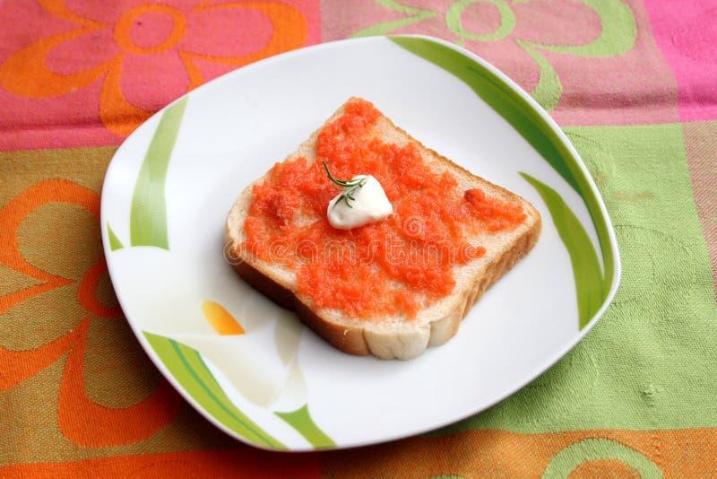 Brood met boter en vissen stock afbeeldingen