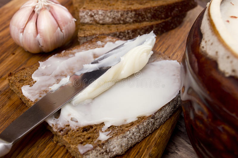 Brood met de zacht geworden reuzel stock foto