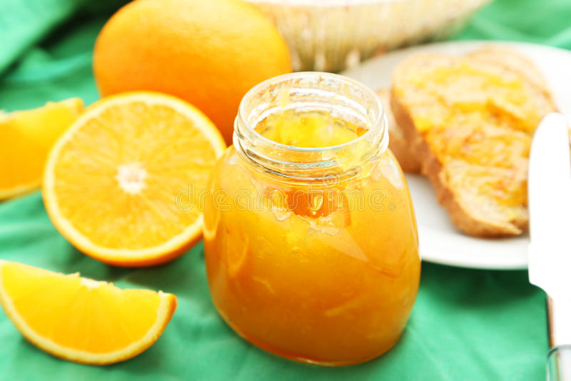 Brood met Oranje Jam stock foto
