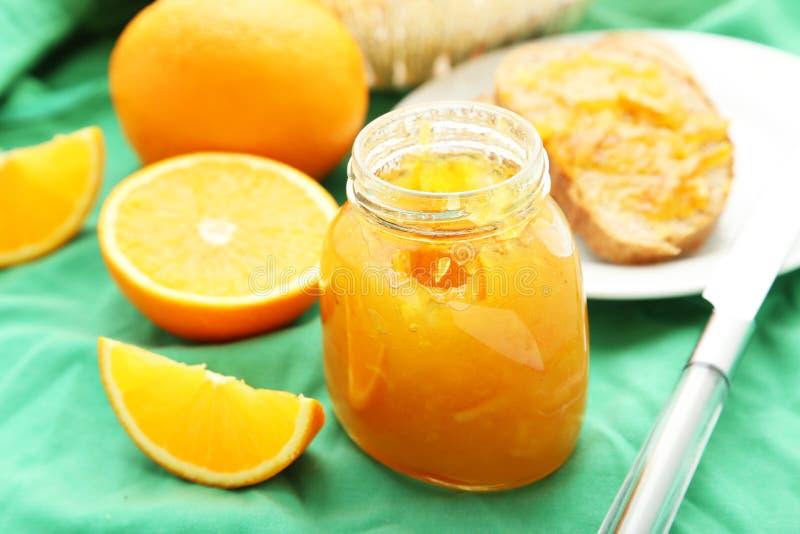 Brood met Oranje Jam royalty-vrije stock foto