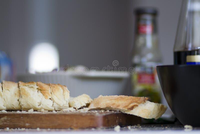 Brood op de lijst royalty-vrije stock afbeelding
