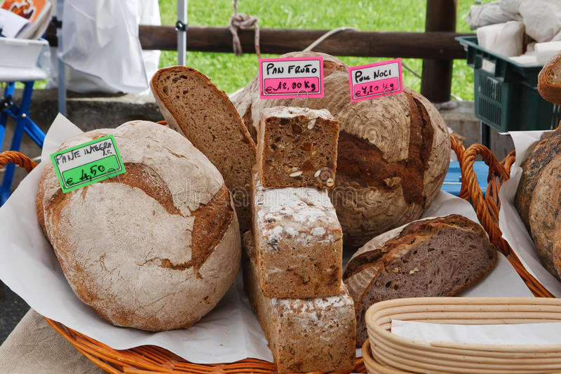 Brood op lokale markt royalty-vrije stock afbeelding