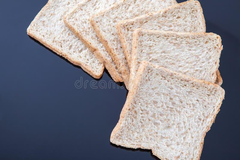 Brood van de plak het gehele tarwe stock afbeeldingen