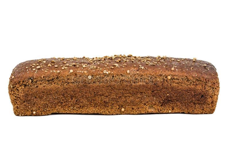 Brood van brood van donkere die bloem wordt, op witte achtergrond wordt geïsoleerd gemaakt die stock afbeeldingen