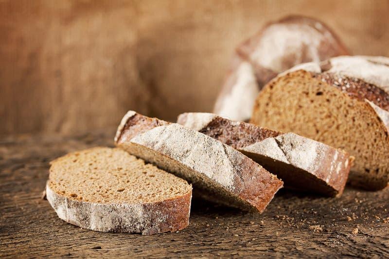 Brood van zwart roggebrood royalty-vrije stock fotografie