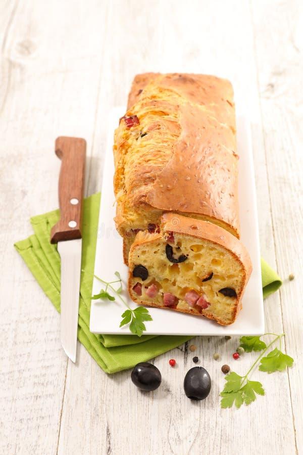 Broodcake met olijf stock fotografie