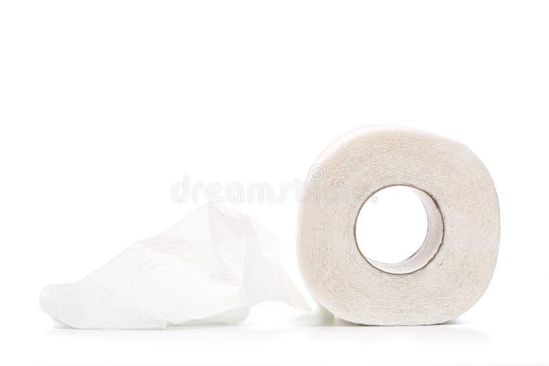 Broodje van toiletpapier dat op witte achtergrond wordt geïsoleerd royalty-vrije stock fotografie