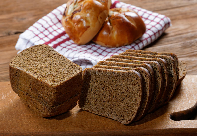 Broodjes met paddestoelen en zwart brood royalty-vrije stock afbeelding
