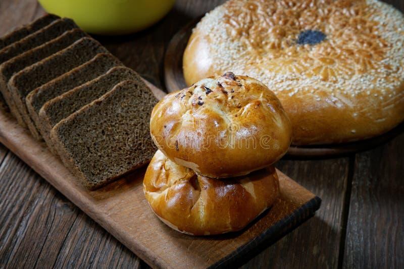 Broodjes met paddestoelen en zwart brood royalty-vrije stock fotografie