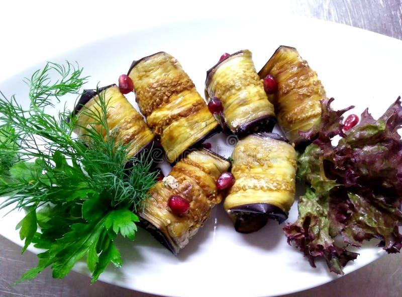 Broodjes van aubergine met nootsaus royalty-vrije stock fotografie