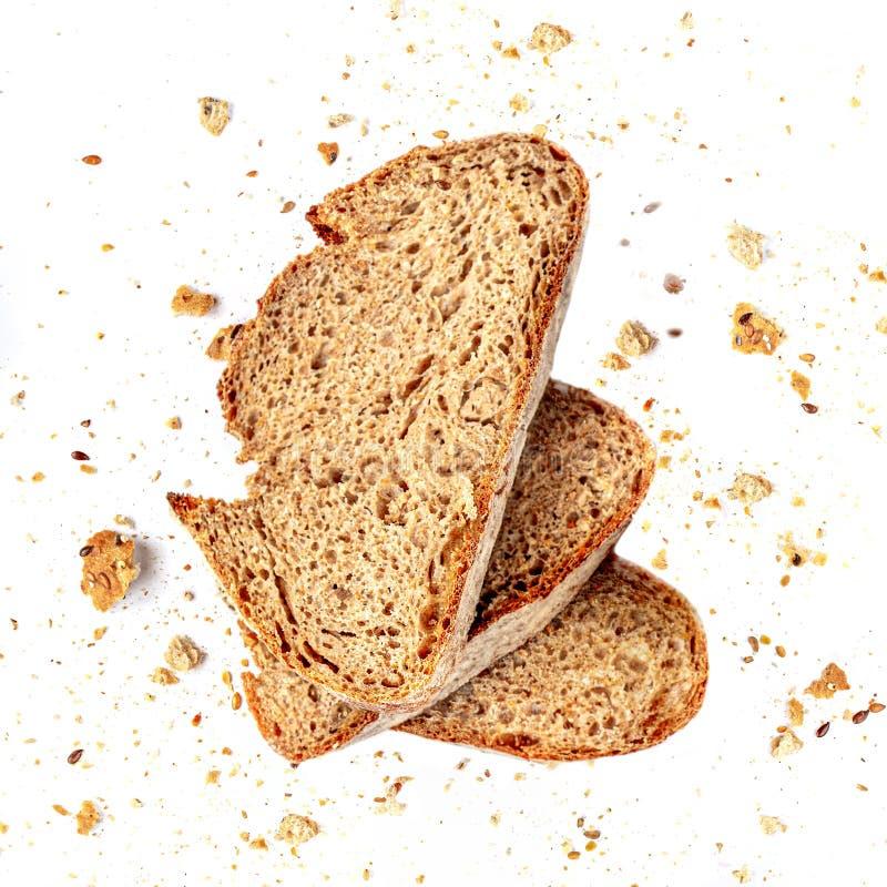 Broodtoost met Crumbs die op witte achtergrond wordt geïsoleerd Het verse Brood snijdt dicht omhoog Hoogste mening royalty-vrije stock foto's