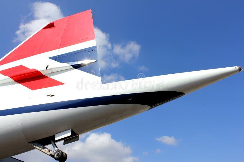 BROOKLANDS, ANGLETERRE - 2 AVRIL 2012 : Aileron de queue de Concorde dans la livrée de British Airways images libres de droits