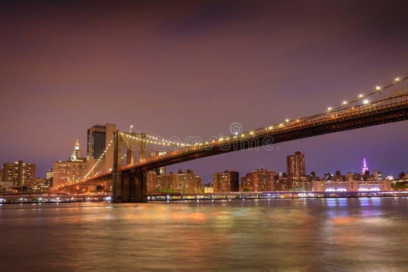 Brooklyn-Brücke in New York City bei Sonnenuntergang stockfotografie