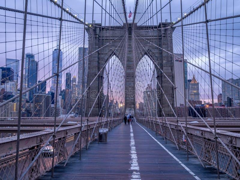 Brooklyn-Brücke am Sonnenuntergang in New York City lizenzfreie stockfotos