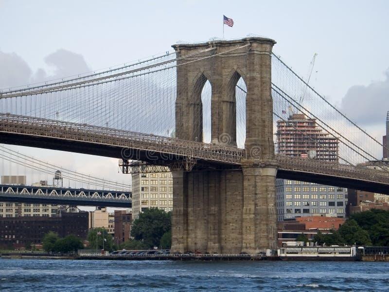 Brooklyn-Brückeen-Ansicht lizenzfreie stockbilder