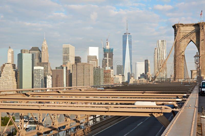 Brooklyn-Brücken- und New- York Cityskyline, früher Morgen stockfotografie