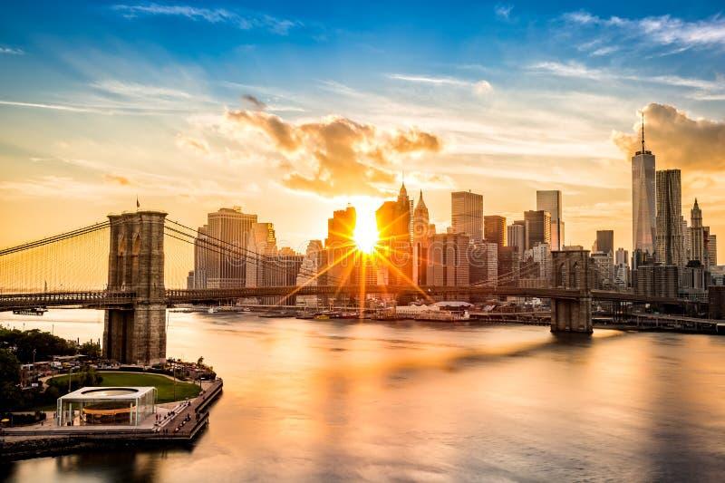 Brooklyn Bridge and the Lower Manhattan skyline at sunset. As viewed from Manhattan Bridge stock images