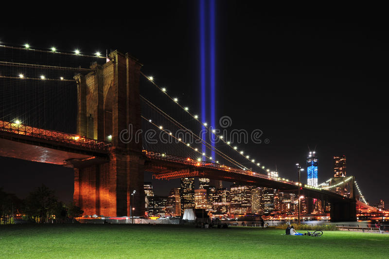 Download Brooklyn Bridge And Tribute In Light Editorial Stock Photo - Image: 26615783