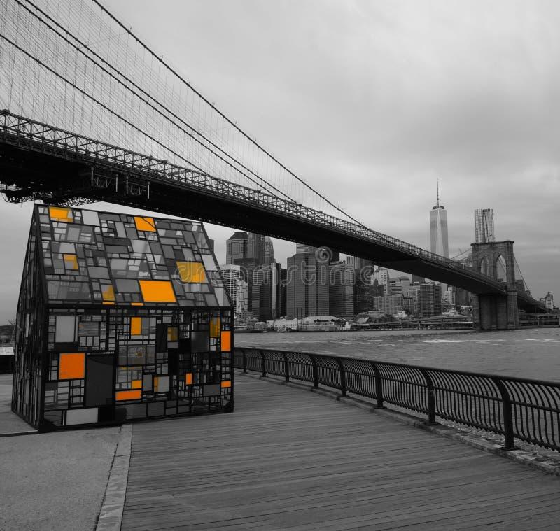 Brooklyn bro med husexponeringsglasträdgården arkivbilder