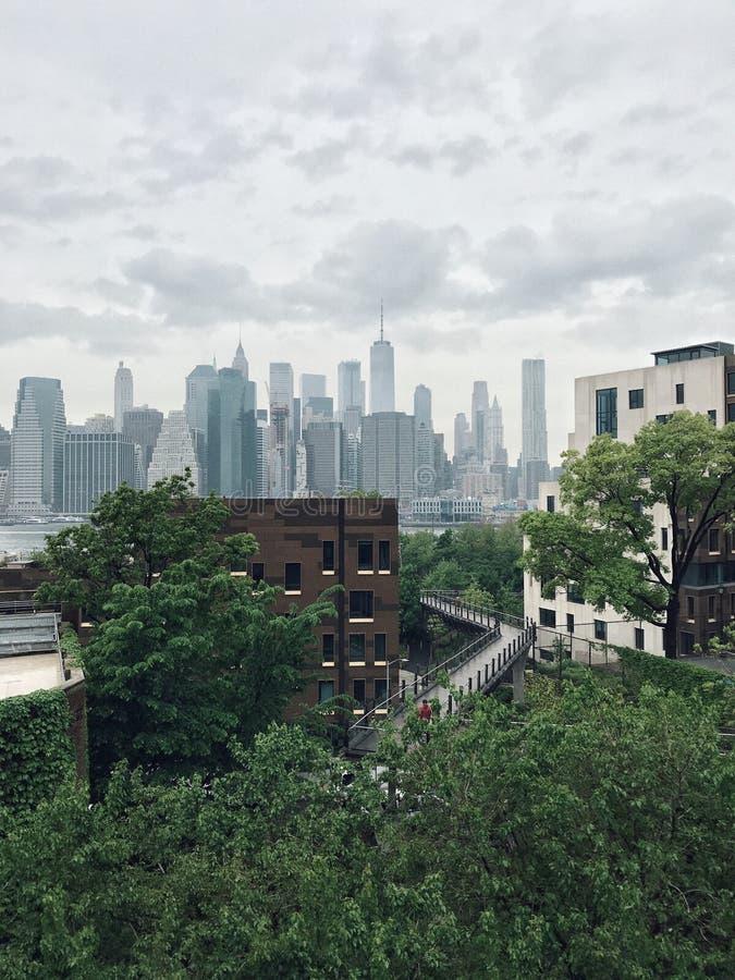 Brooklyn bro och sikten av Manhattan fotografering för bildbyråer