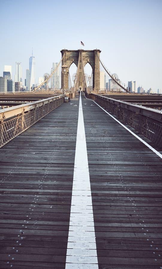 Brooklyn bro p? soluppg?ng, New York City fotografering för bildbyråer