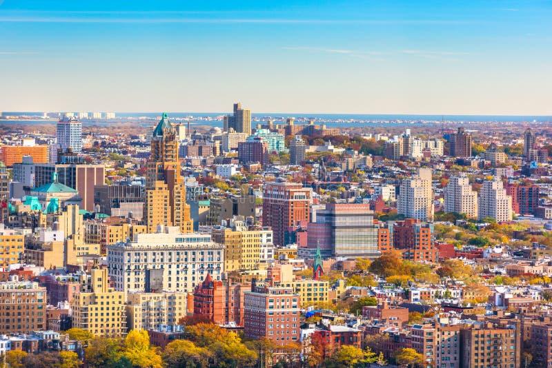 Brooklyn, New York, cityscape van de V.S. meer dan de Hoogten van Brooklyn stock afbeelding