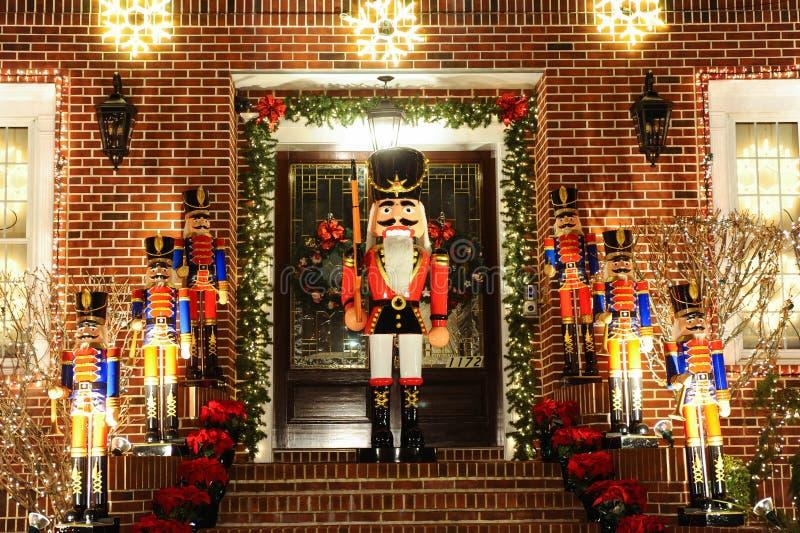 BROOKLYN, NEW YORK - 20. Dezember 2017 - Dyker-Höhen-Weihnachtslichter werden für den Feiertag verziert      für stockfoto