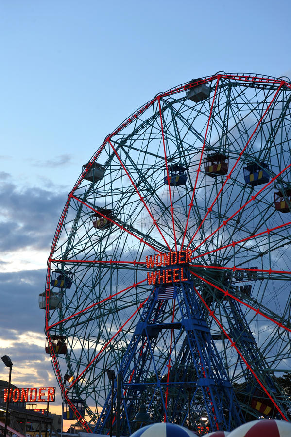 BROOKLYN, NEW YORK - 31 MAI : Roue de merveille au parc d'attractions de Coney Island images libres de droits