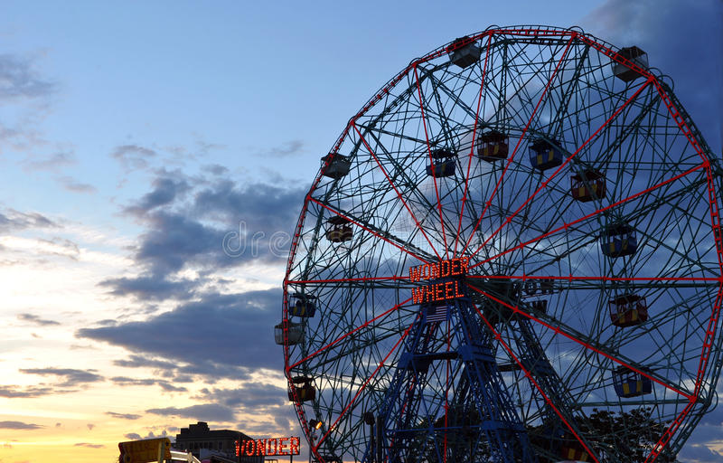 BROOKLYN, NEW YORK - MEI 31: Wonder Wiel bij het pretpark van Coney Island royalty-vrije stock fotografie