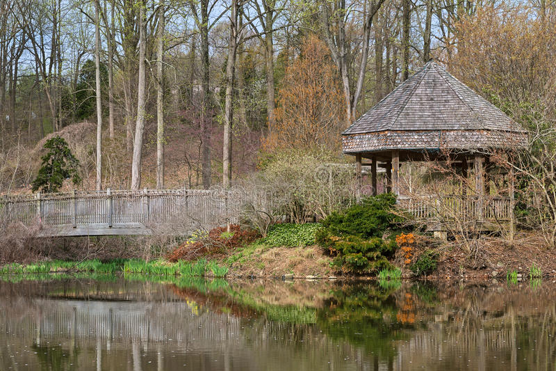 Brookside ogródów most & Gazebo - HDR obraz stock