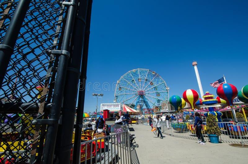 Brookyln, New York - ingang Met poorten die aan Luna Park, een pretpark op Coney Island van de Stad van New York wordt gevestigd stock afbeeldingen