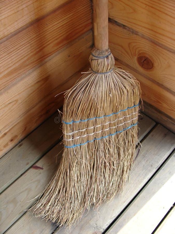 Download Broomstick di vimini immagine stock. Immagine di legno - 212459
